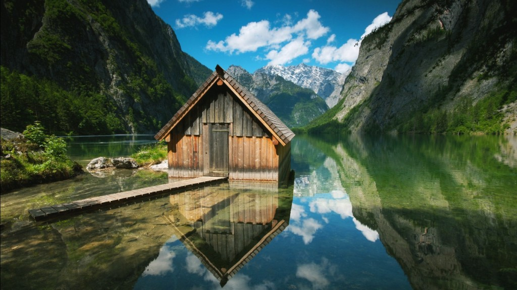 paesaggi_bellissimi_casa_in_mezzo_al_lago